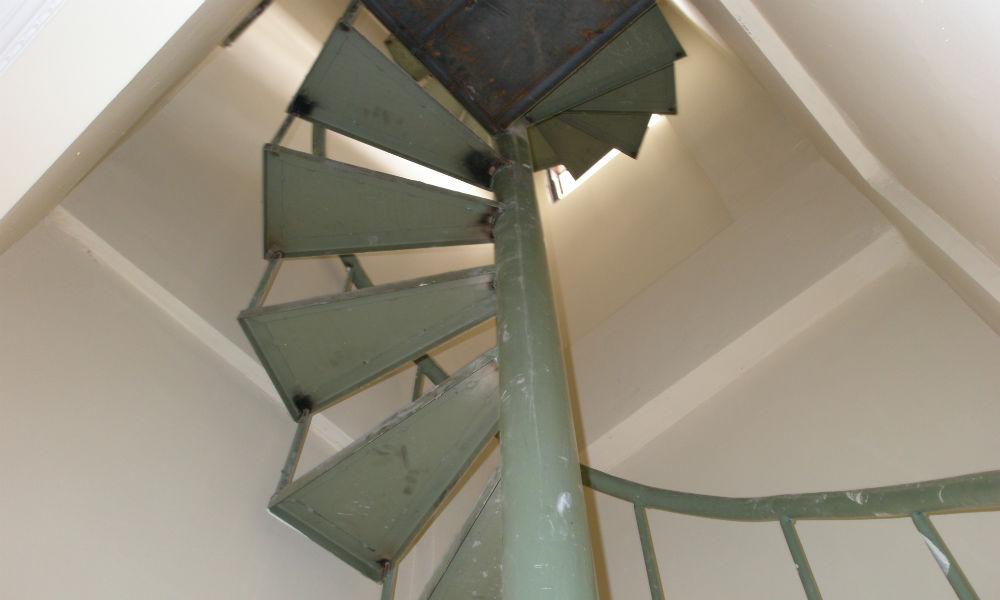 tangga rumah tipe 45